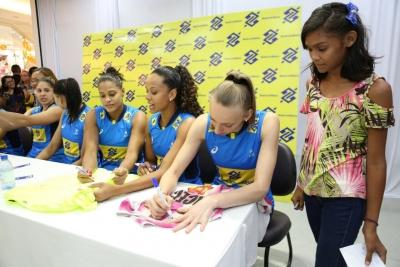 Manaus (AM) - 29.05.2017 - Sessão de autógrafos seleção feminina