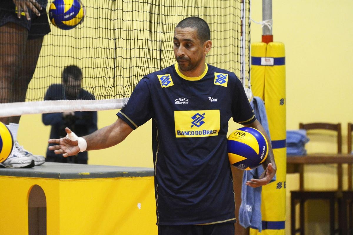 Serginho comemora retorno ao Centro de Desenvolvimento de Voleibol