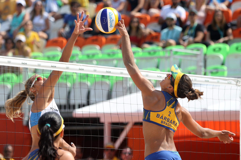 Ágatha e Bárbara brilham no saque e superam argentinas por 2 sets a 0