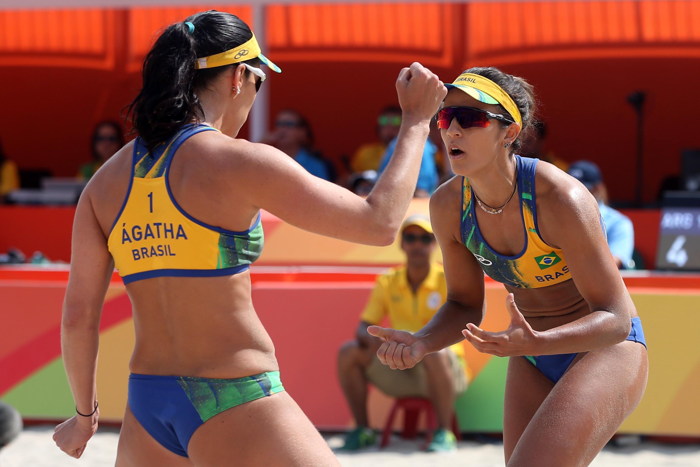 Ágatha e Bárbara Seixas enfrentam espanholas por liderança do grupo B