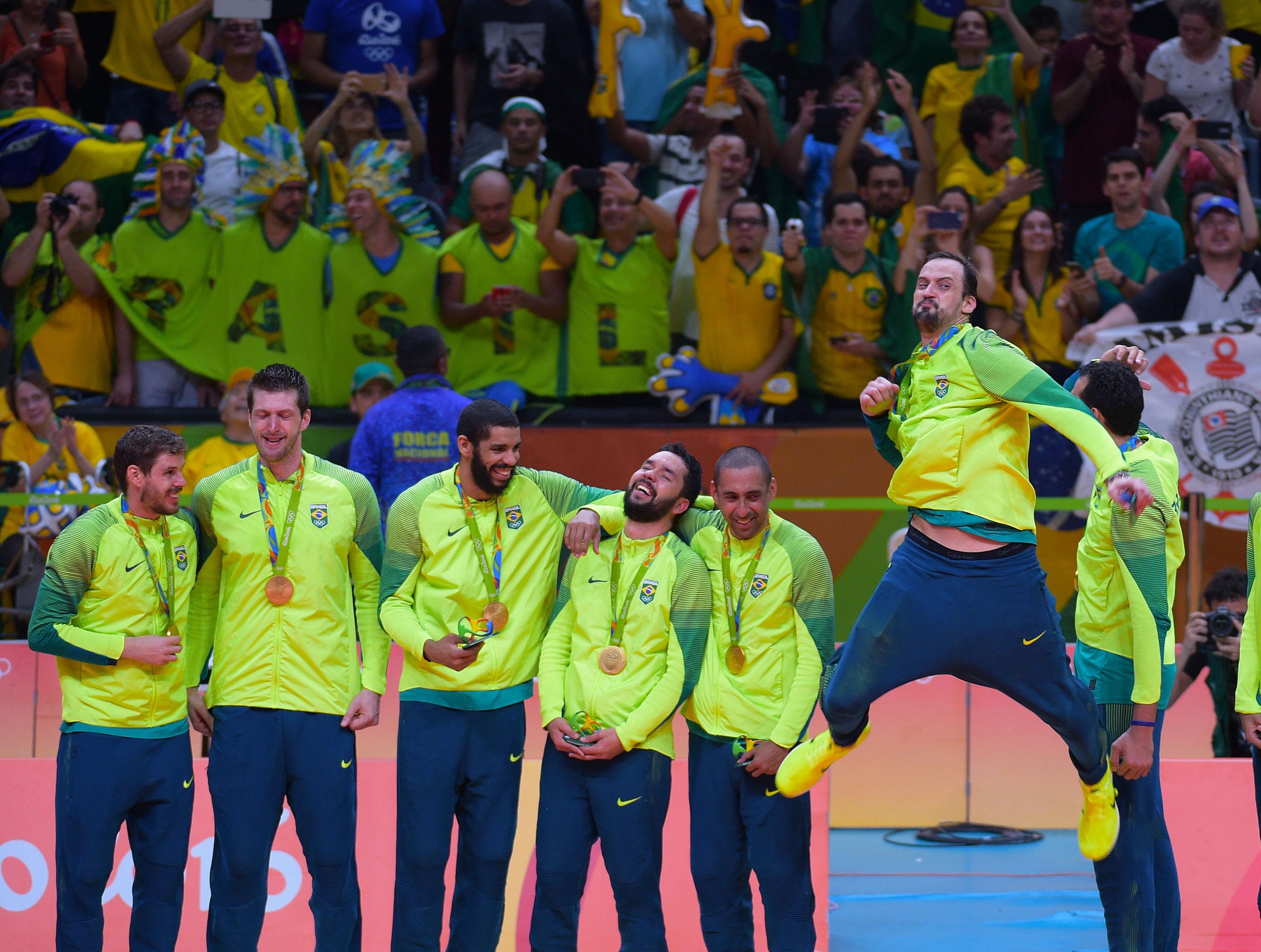Em Curitiba, Brasil enfrenta Portugal no primeiro jogo comemorativo pelo tricampeonato olímpico
