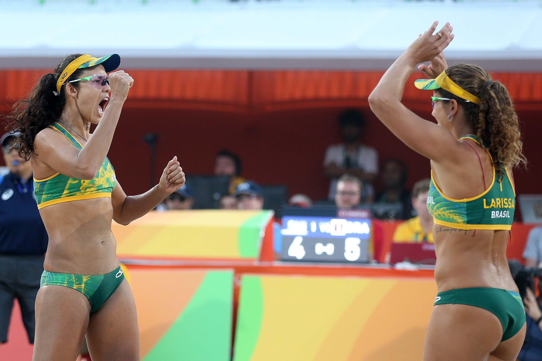 Larissa e Talita conseguem virada incrível, batem suíças e vão à semifinal no Rio