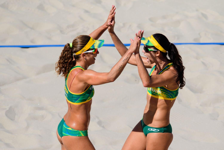 Larissa e Talita estreiam com vitória tranquila sobre russas em Copacabana
