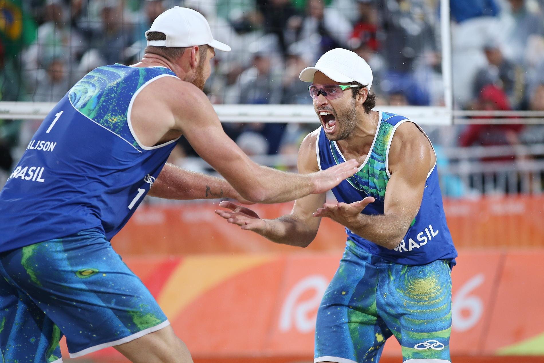Na superação, Alison e Bruno Schmidt batem italianos e avançam à próxima fase