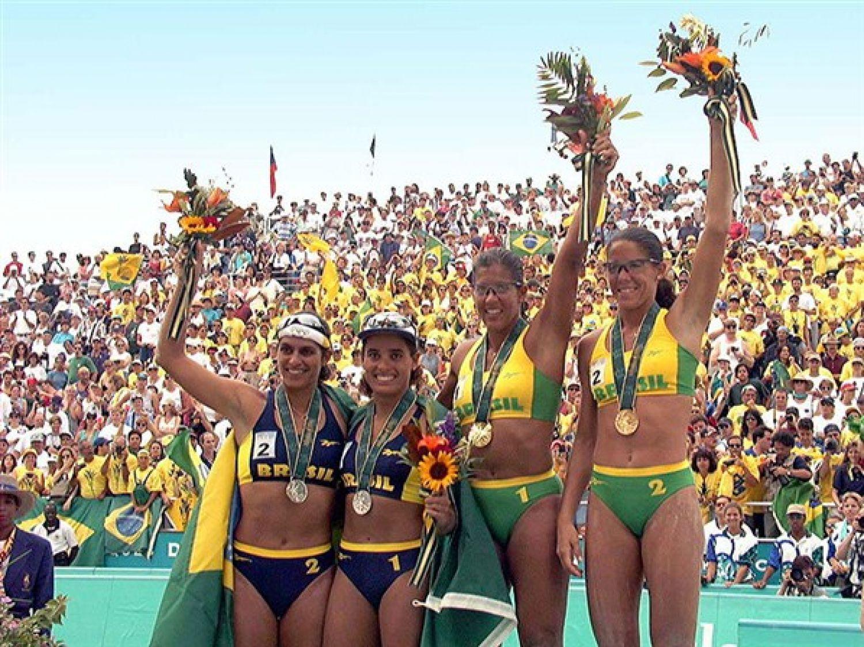 Ouro e prata que transformaram o vôlei de praia brasileiro completam 20 anos