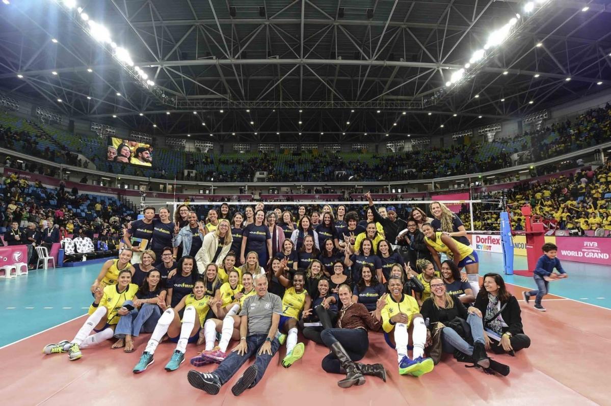 Atletas olímpicas brasileiras recebem homenagem durante o Grand Prix