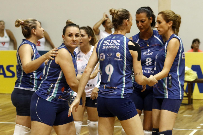 ADV Jaraguá e Minas Tênis Clube vencem e seguem mirando o título