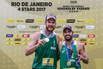 Alison e Bruno Schmidt levam o título no Rio de Janeiro de maneira invicta