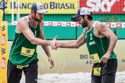 Alison e Bruno vencem e disputam semifinal ainda neste sábado