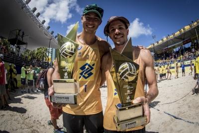 Álvaro e Saymon superam calor e repetem vitória sobre Evandro/André em Maceió