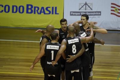 Botafogo vence Upis e completa o grupo de semifinalistas