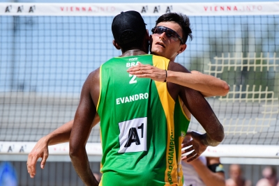 Brasil avança com três duplas às oitavas de final no torneio masculino em Viena