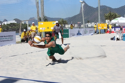 Brasil domina e já garante ouro e prata nos dois naipes