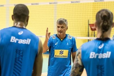 Brasil estreia em confronto de campeões olímpicos contra campeões mundiais