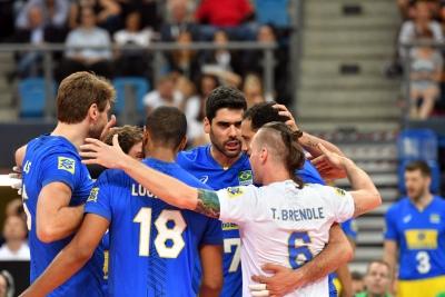 Brasil faz jogo equilibrado, mas é superado pela Polônia