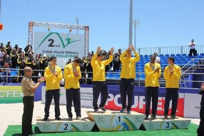 Brasil leva cinco medalhas, com títulos de Ágatha/Duda e Álvaro/Saymon