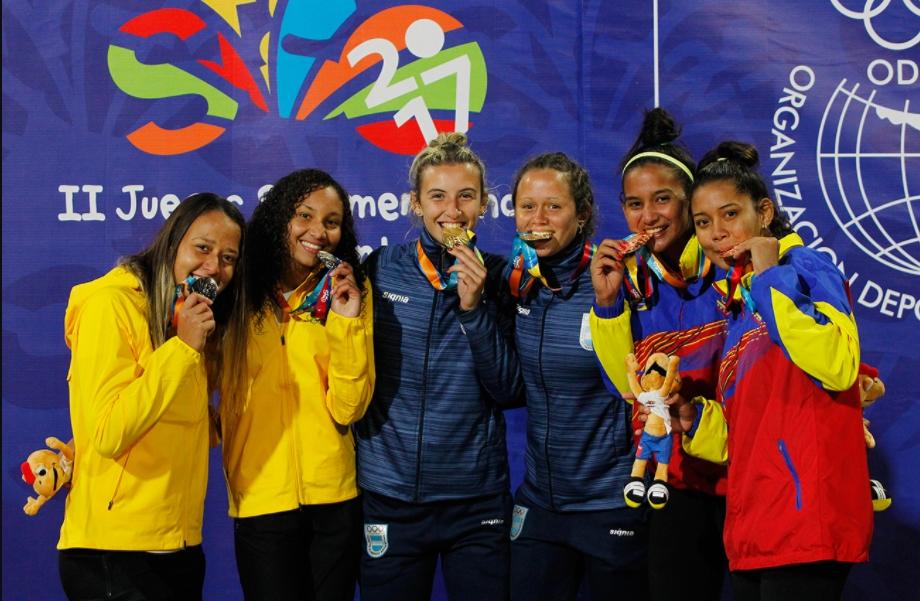 Brasil leva pratas no masculino e feminino no vôlei de praia