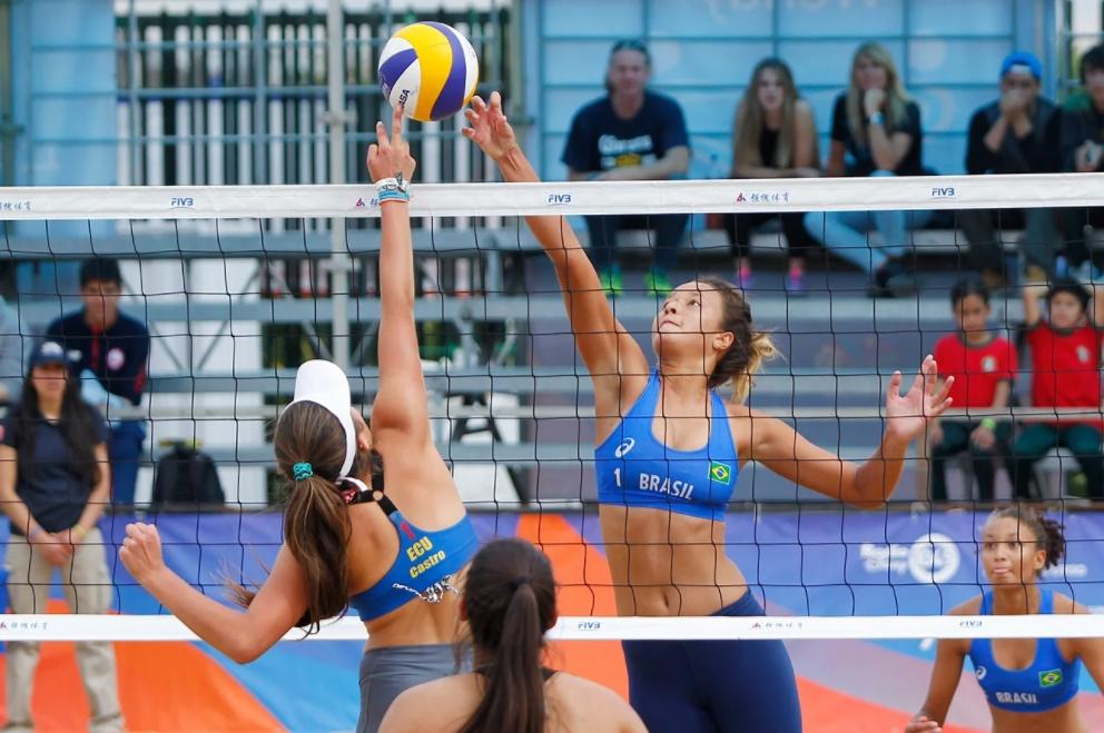 Brasil vai à semifinal nos dois naipes no vôlei de praia