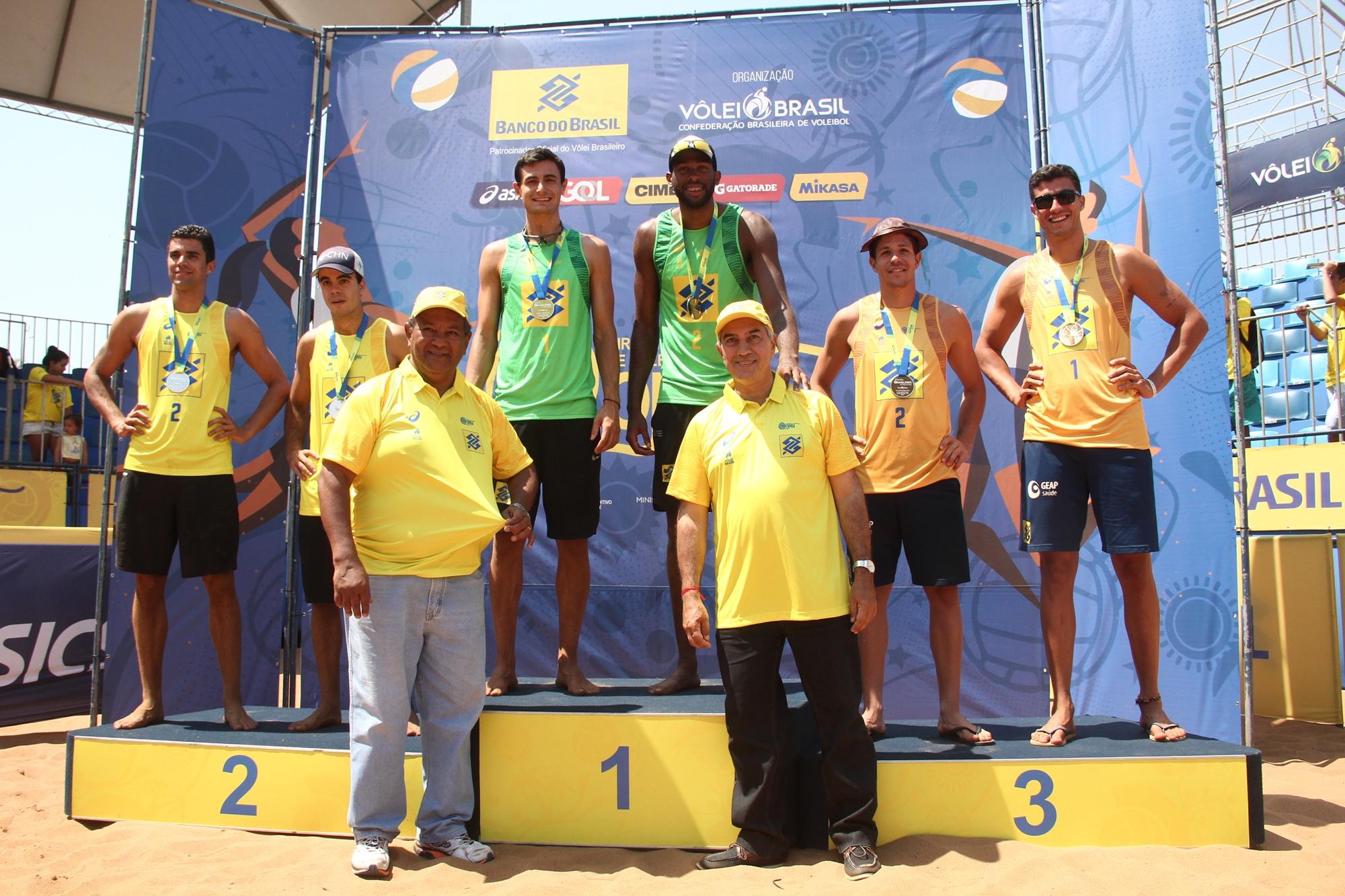 Campeões mundiais Evandro e André abrem temporada com ouro em Campo Grande