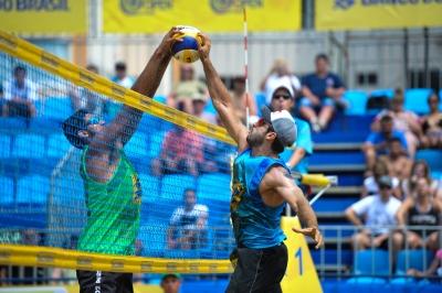 Campeões olímpicos Ricardo e Bruno Schmidt estreiam com vitórias
