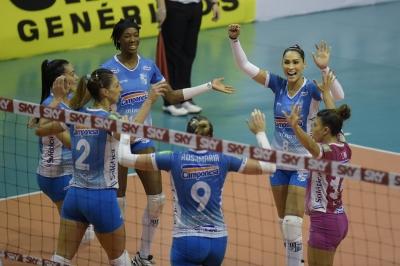 Camponesa/Minas e Rexona-Sesc fazem quarto jogo da série nesta terça-feira
