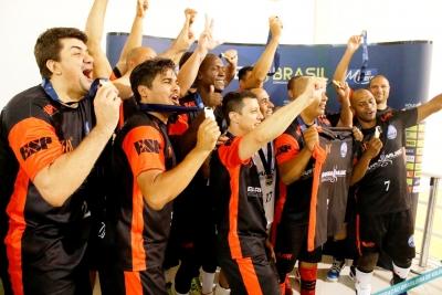 Castelo Tijuca fica com o troféu de campeão na 40+ masculina
