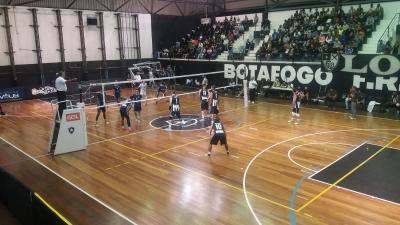 Castro e Botafogo arrancam com vitória
