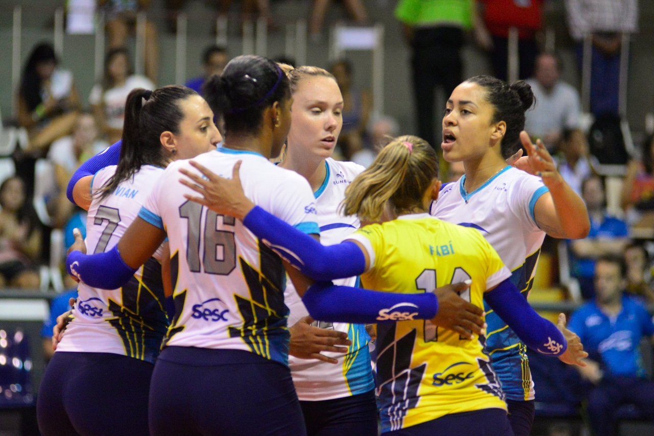 Dentil/Praia Clube, Sesc-RJ e Vôlei Nestlé estão nas semifinais