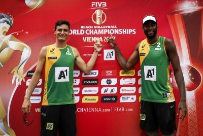 Evandro e André Stein vencem canadenses e avançam à semifinal em Viena