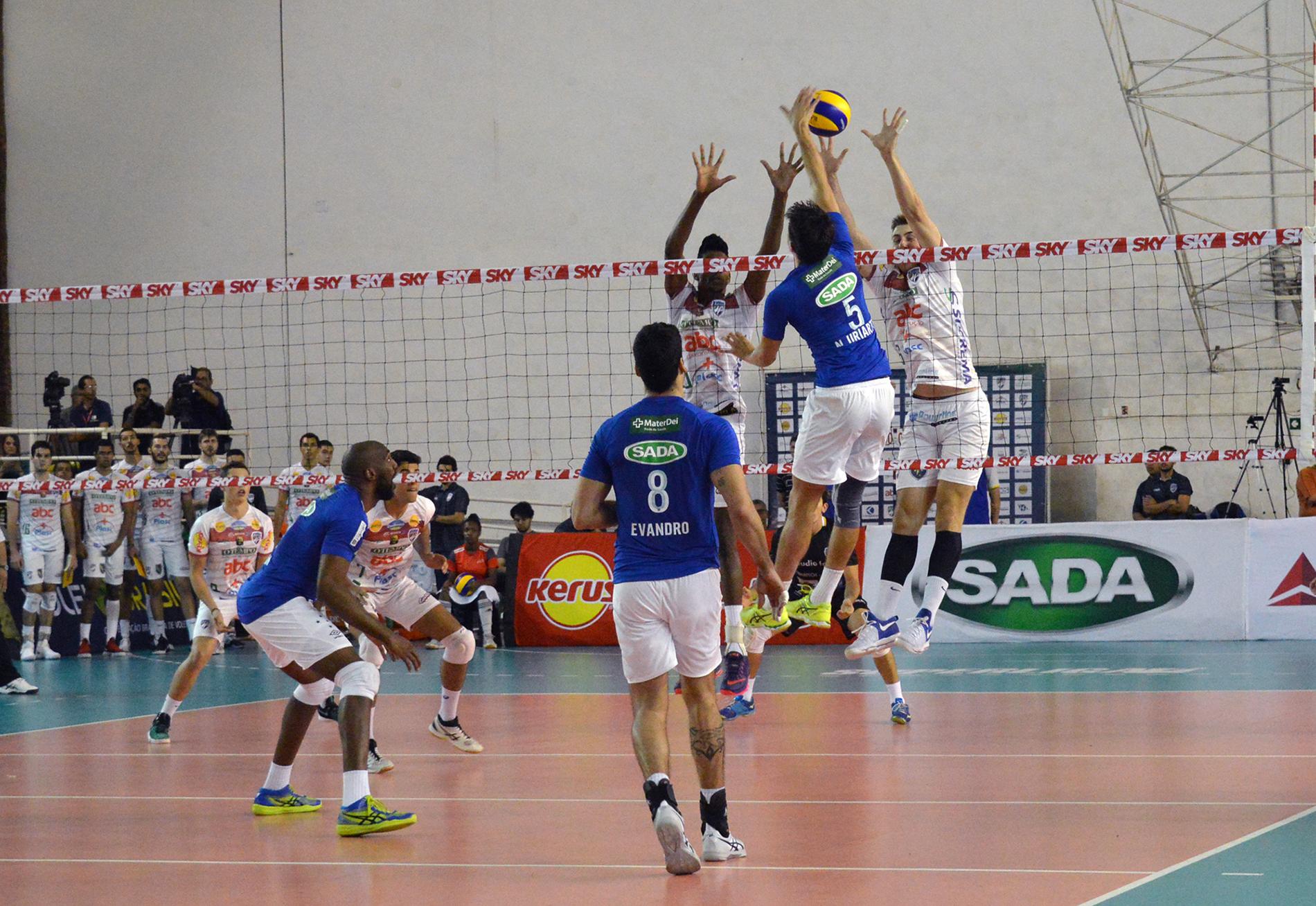 Fora de casa, Sada Cruzeiro vence o JF Vôlei