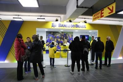 Interação com o público é a marca do voleibol na Arena Atlético Paranaense
