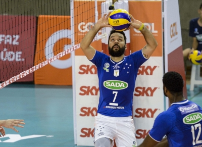 Jogo entre Sada Cruzeiro e Sesi-SP é atração neste sábado à noite