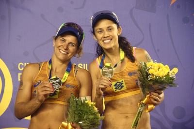 Larissa/Talita conquistam o bicampeonato em Campo Grande sem perder nenhum set