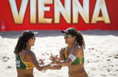 Larissa/Talita e Maria Elisa/Carol vencem e se enfrentam nas quartas de final