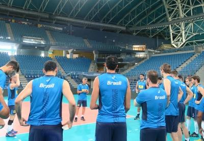 Seleção masculina faz ajustes finais para a partida de estreia
