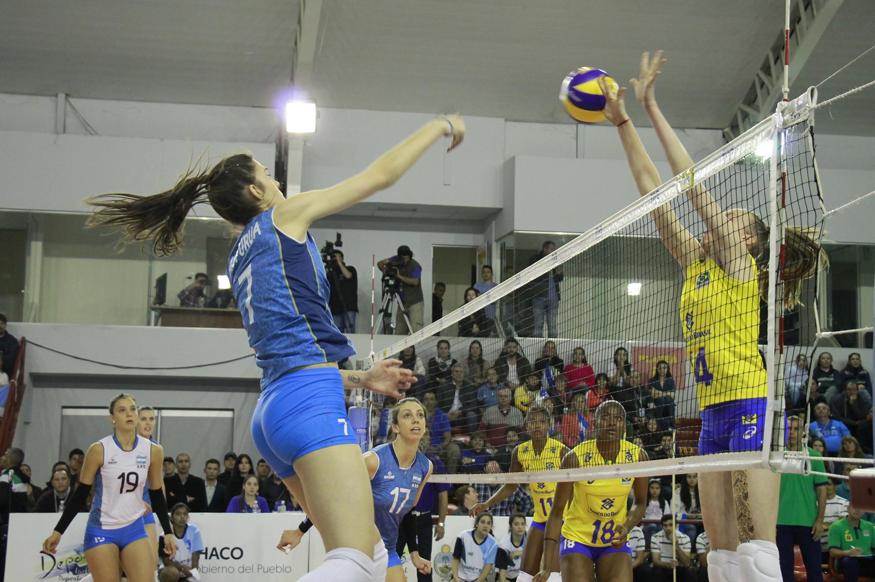 Sub-23 feminina volta da Argentina após dois jogos com as donas da casa
