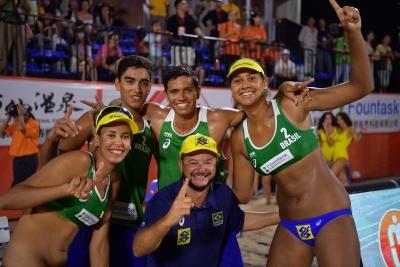 Virada incrível dá bicampeonato ao Brasil nos dois naipes com direito a recorde