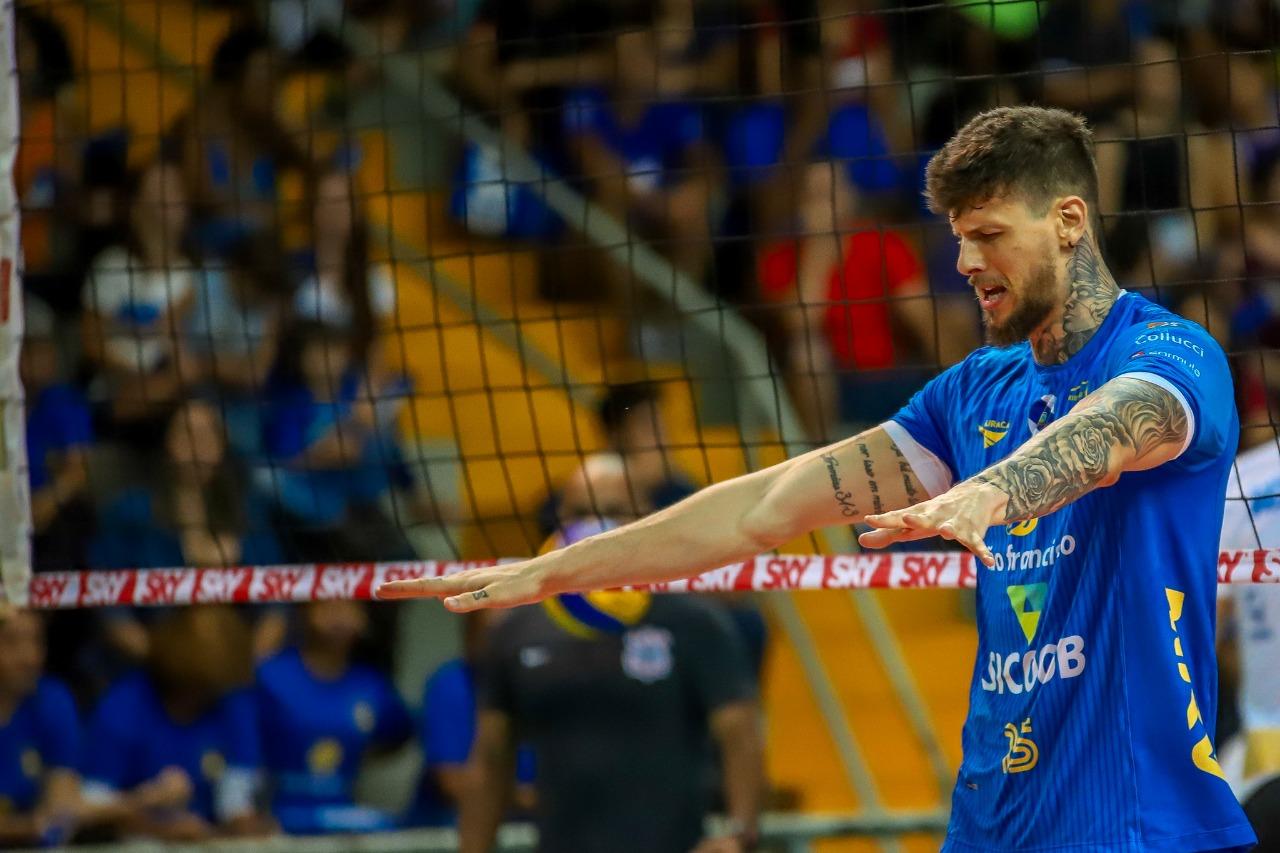 Líder de bloqueio, Petrus busca evolução diária na Superliga Cimed