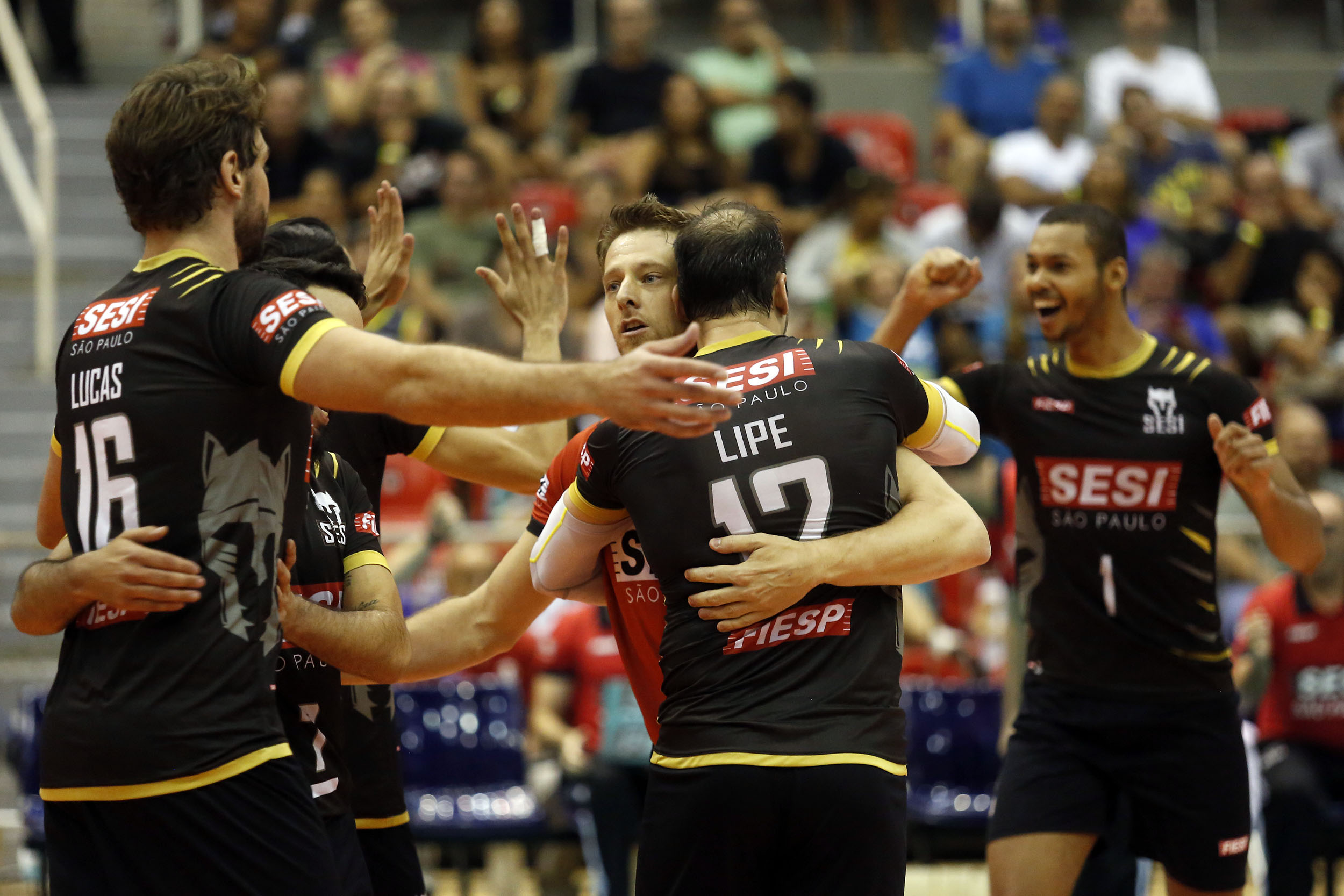 Sesi-SP abre vantagem no playoff contra o Sesc RJ