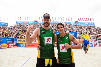 Alison e Álvaro Filho passam por campeões mundiais e chegam à semifinal em Viena