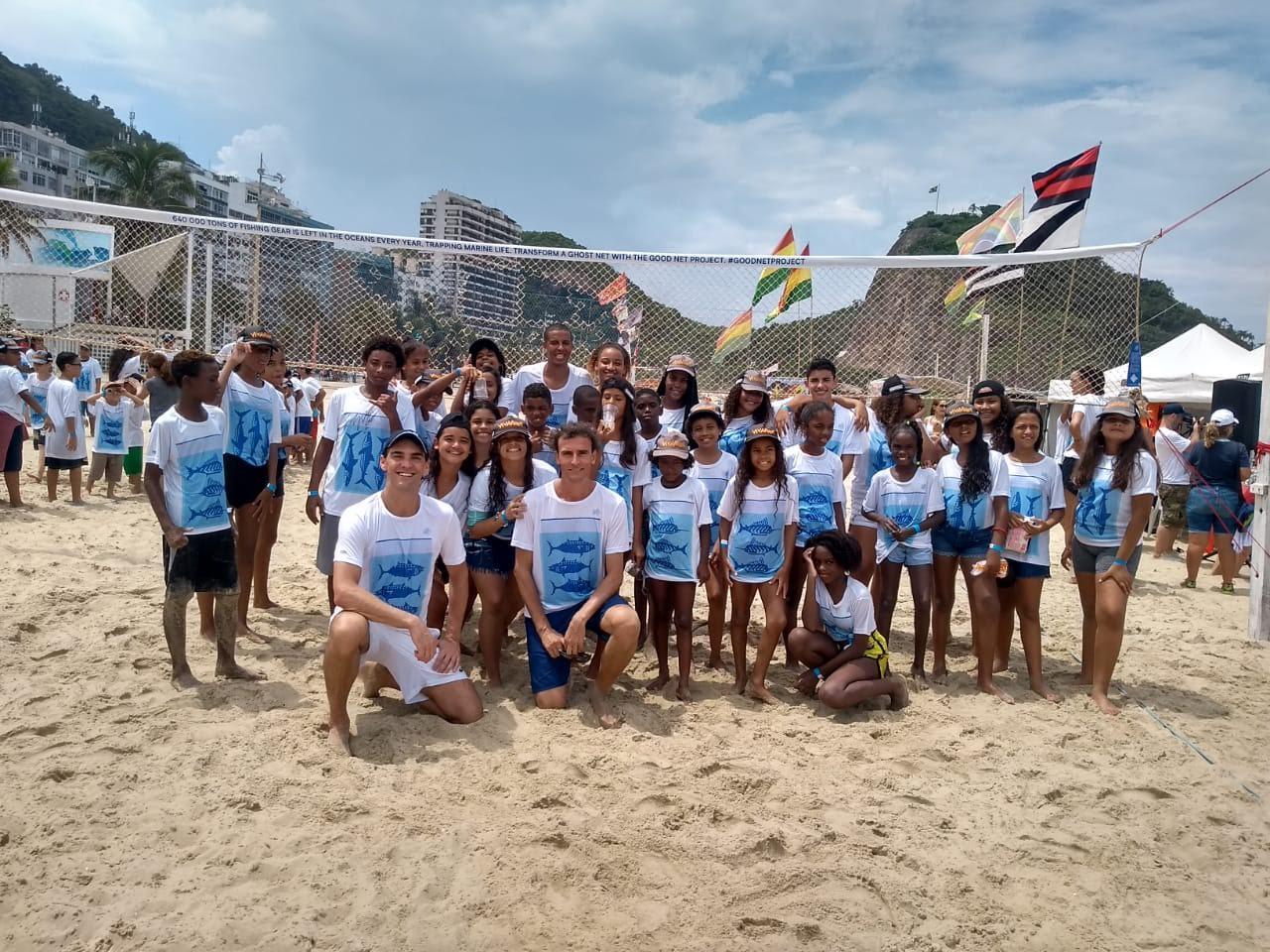Alunos do Leme encontram medalhistas olímpicos e jogam com rede reciclada