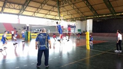 Bahia, Distrito Federal e Espírito Santo largam com vitórias