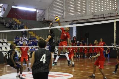 Botafogo, Minas, Flamengo e Tijuca largam com vitória