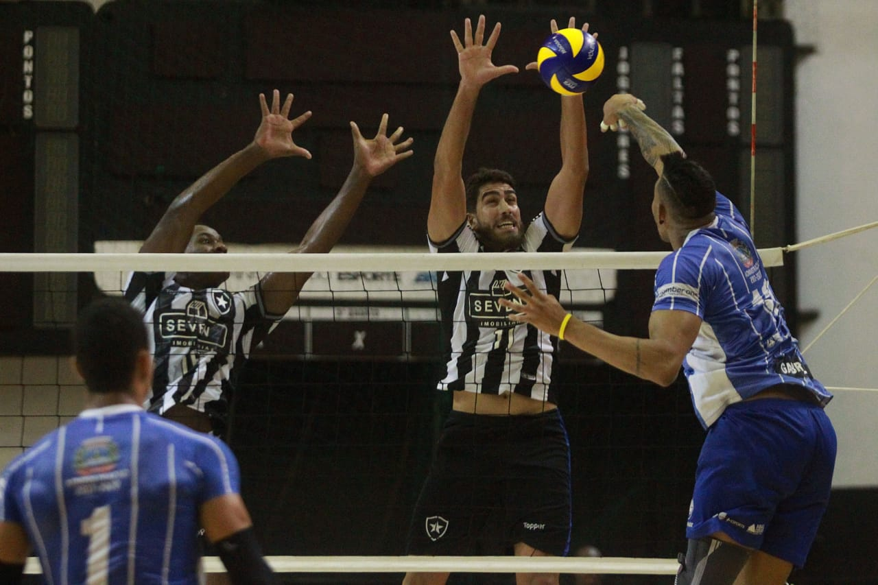 Botafogo aproveita fator casa e empata a série semifinal