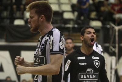Botafogo vence em casa e assume a liderança
