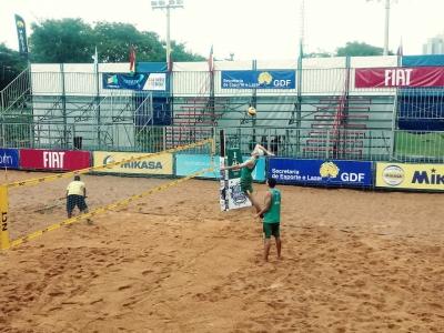 Brasil avança às semifinais com duplas no masculino e feminino em Brasília