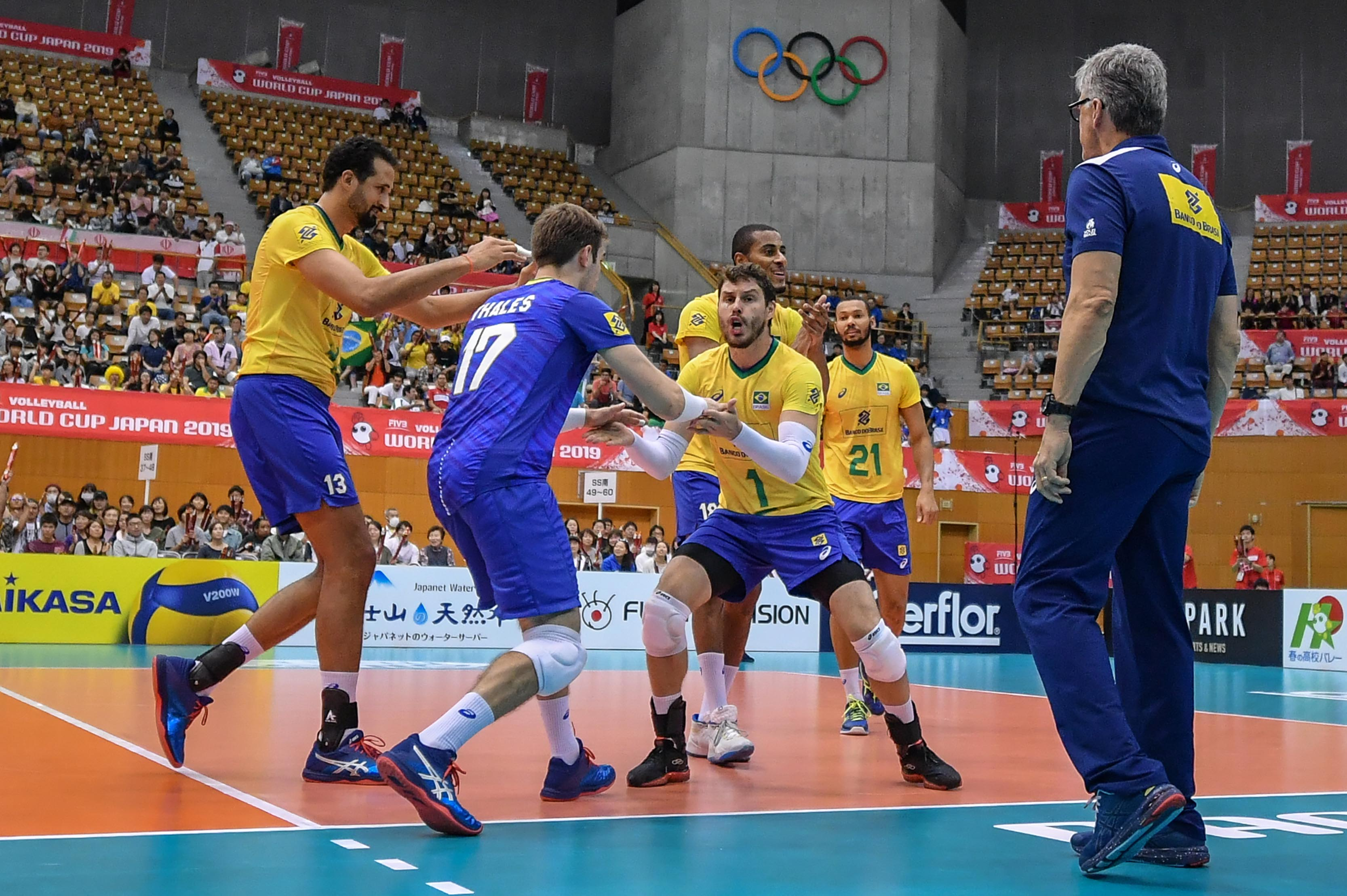 Brasil bate o Irã e segue invicto após cinco rodadas