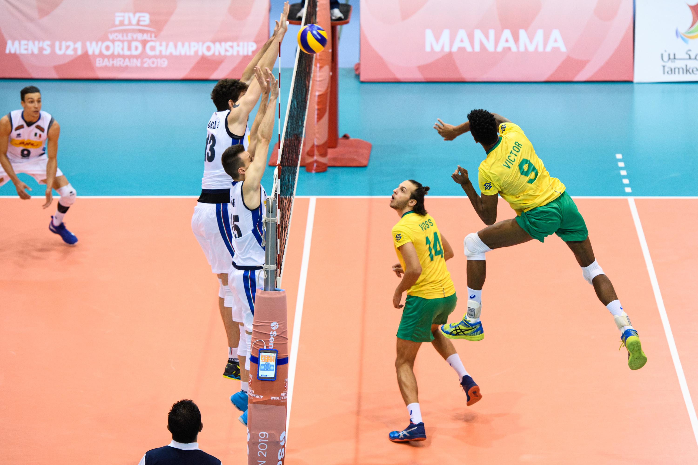 Brasil é superado pela Itália, mas garante classificação