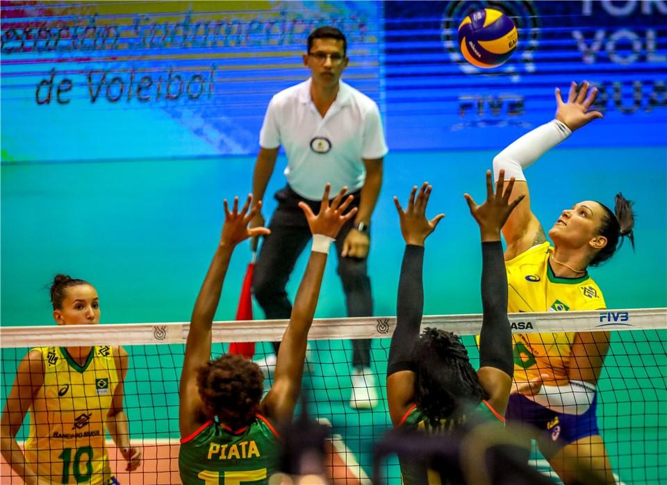 Brasil estreia com vitória sobre Camarões