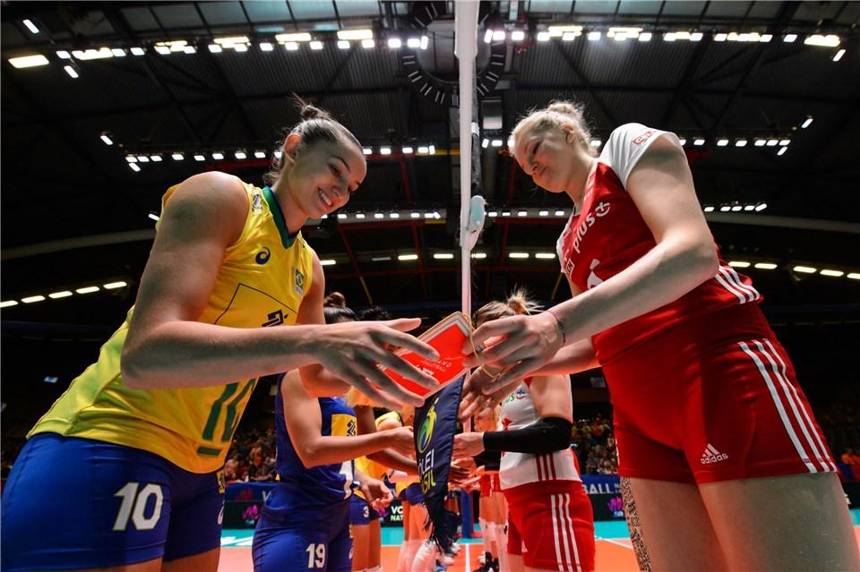 Brasil estreia na fase final contra Polônia